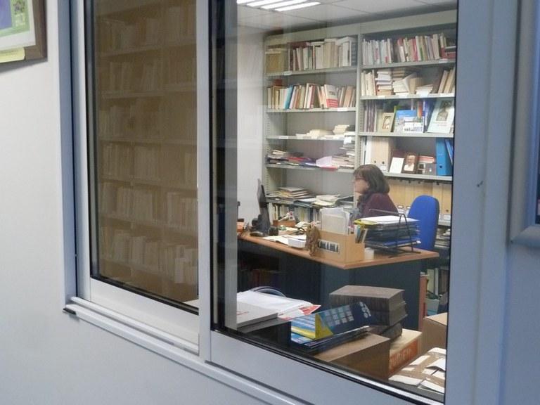 Aleth dans son bureau