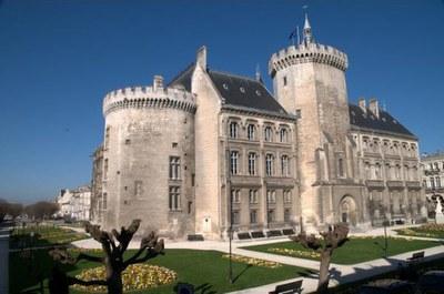 Hôtel de Ville d'Angoulême, construit de 1858 à 1865 sur l'emplacement du château des comtes d'Angoulême.