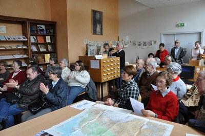 La salle de la bibliothèque trop petite vu le nombre des participants.